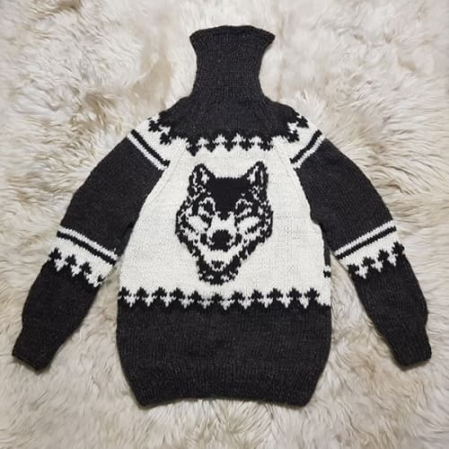 Свитер темно-серый шерстяной с волком