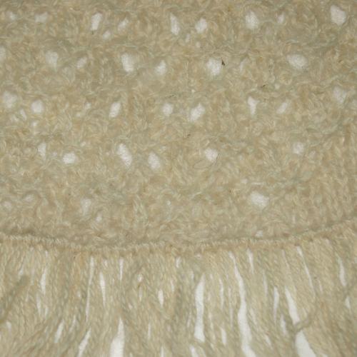 Шерстяная шаль с бахромой молочно-белая