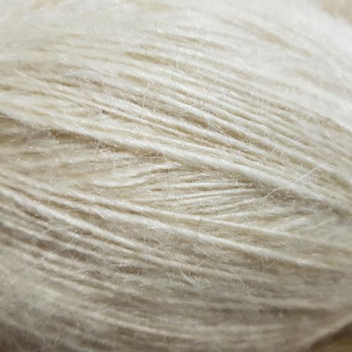 Пряжа белая из козьего пуха