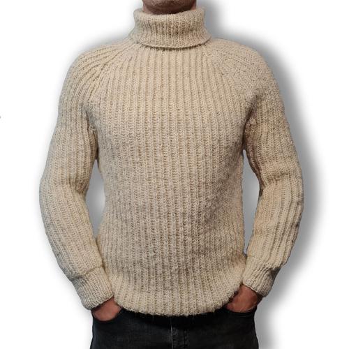 Свитер из натуральной шерсти с длинным горлом белый